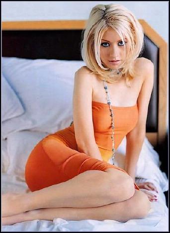 Christina aguilera nude shoot apologise, but